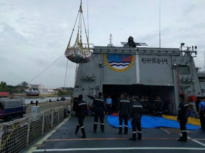 India sends naval ships with aid to Sri Lanka